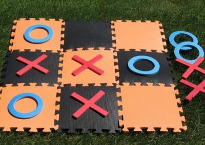 Tic tac toe picnic game