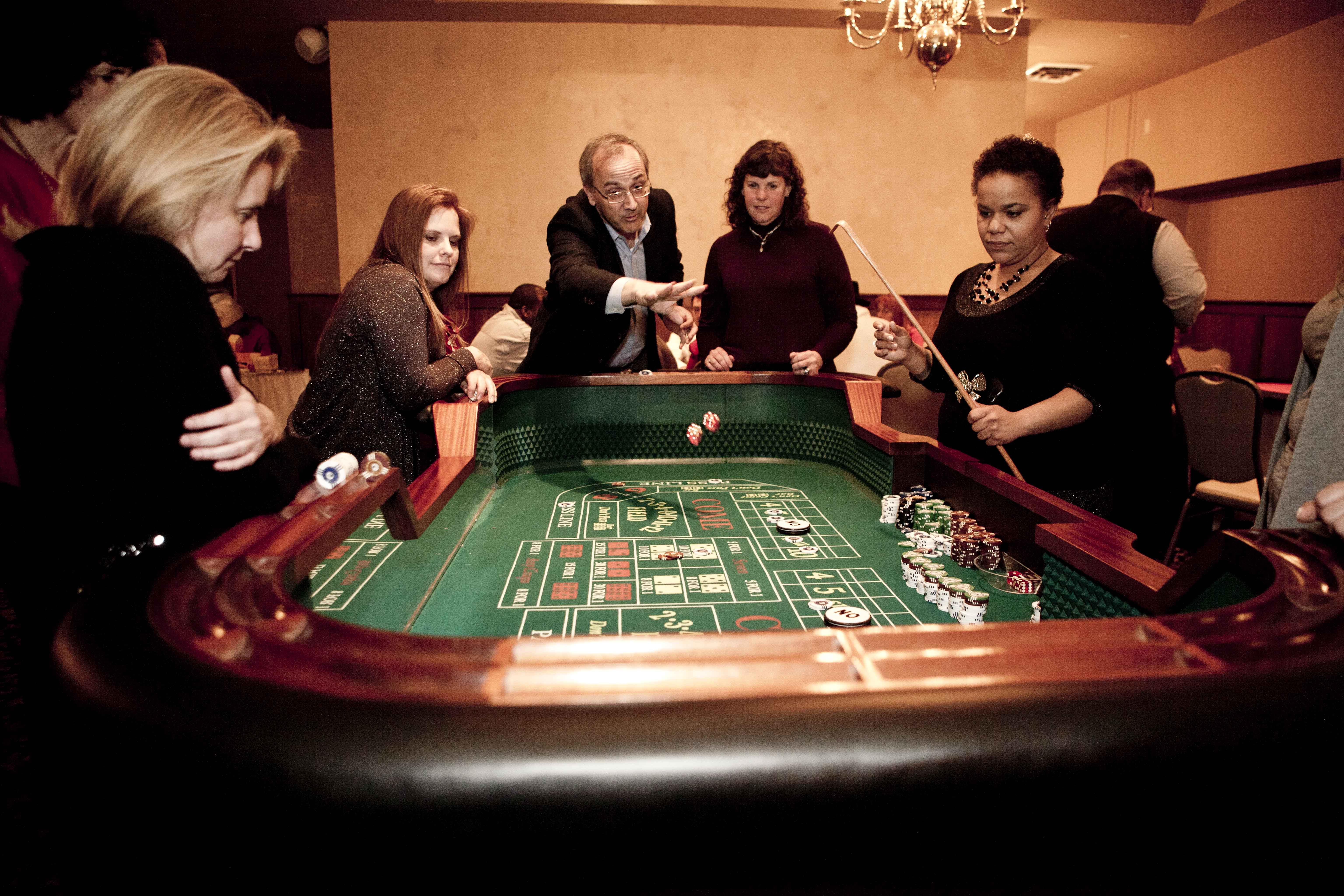 Craps_Casino Game_Throw
