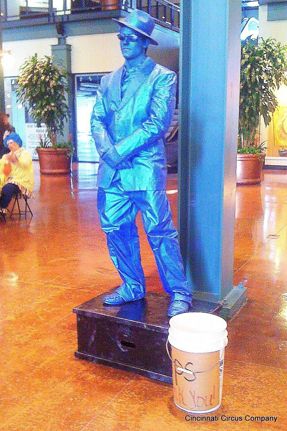 Statue_Blue_Man_02